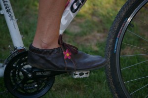 managing numb toes while riding bike