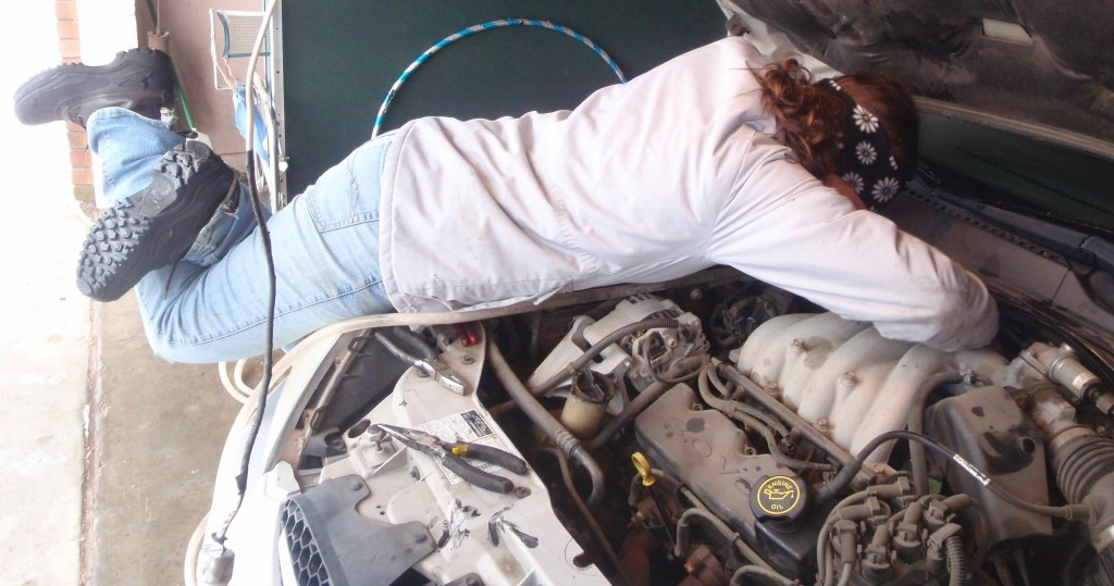 Helpless Female (s) in Training Diagnose Car Heater Core