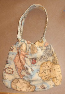 hobo cinch bag with padded straps