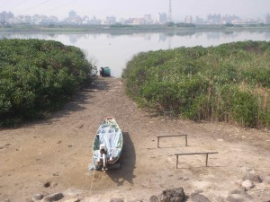 There were a few fishing boats similar to this strung about the riverside, but I never saw anyone out in boats fishing.