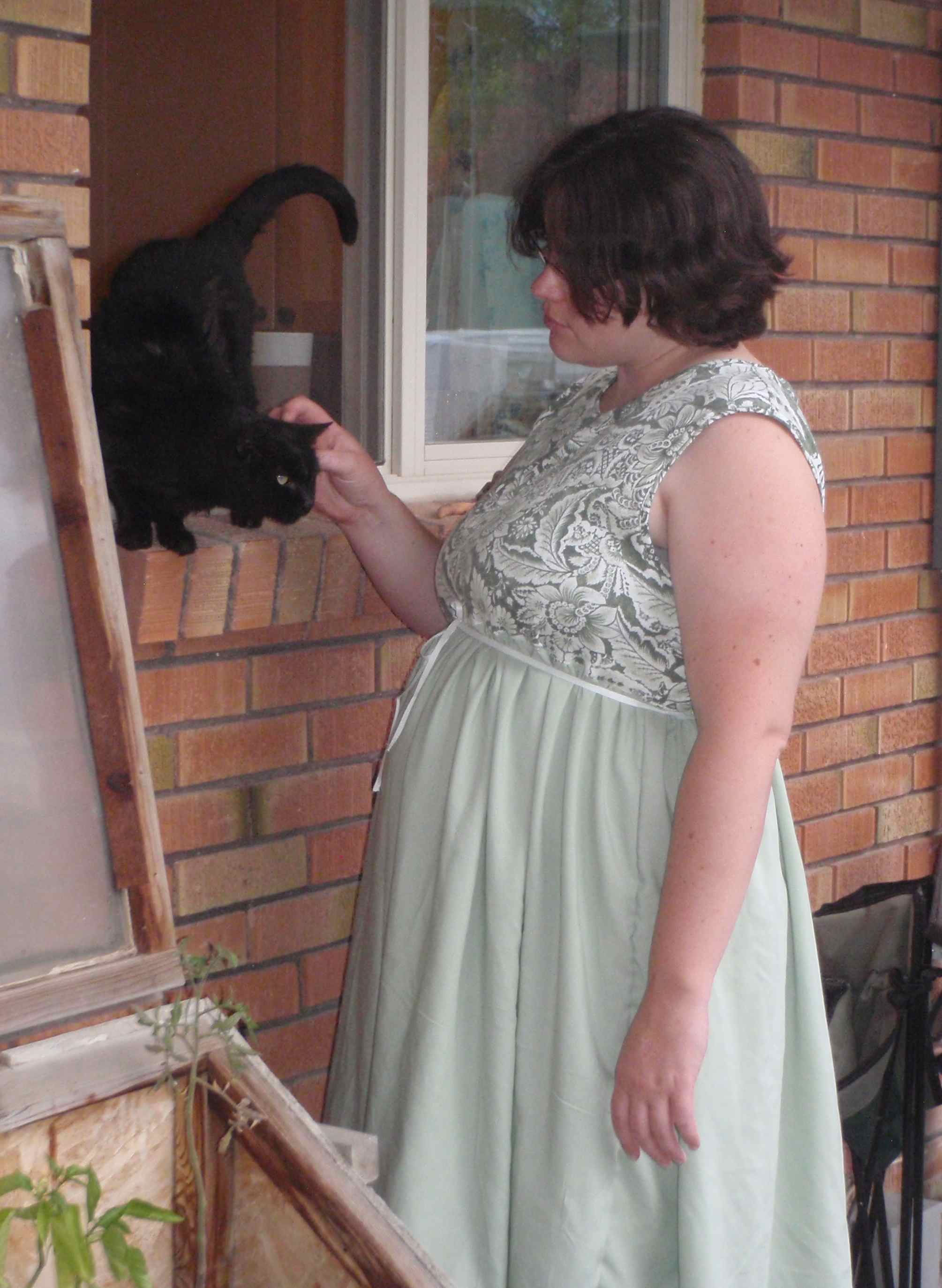 Easy Maternity Dress That Grows