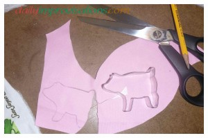 "The cookie cutter traced pig applique"" out of the best pink I could find."
