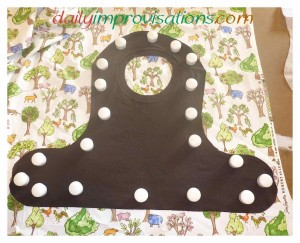 As for other bibs, I used the knit t-shirt lining as the pattern for cutting out the main fabric for the front and right side of the bib.