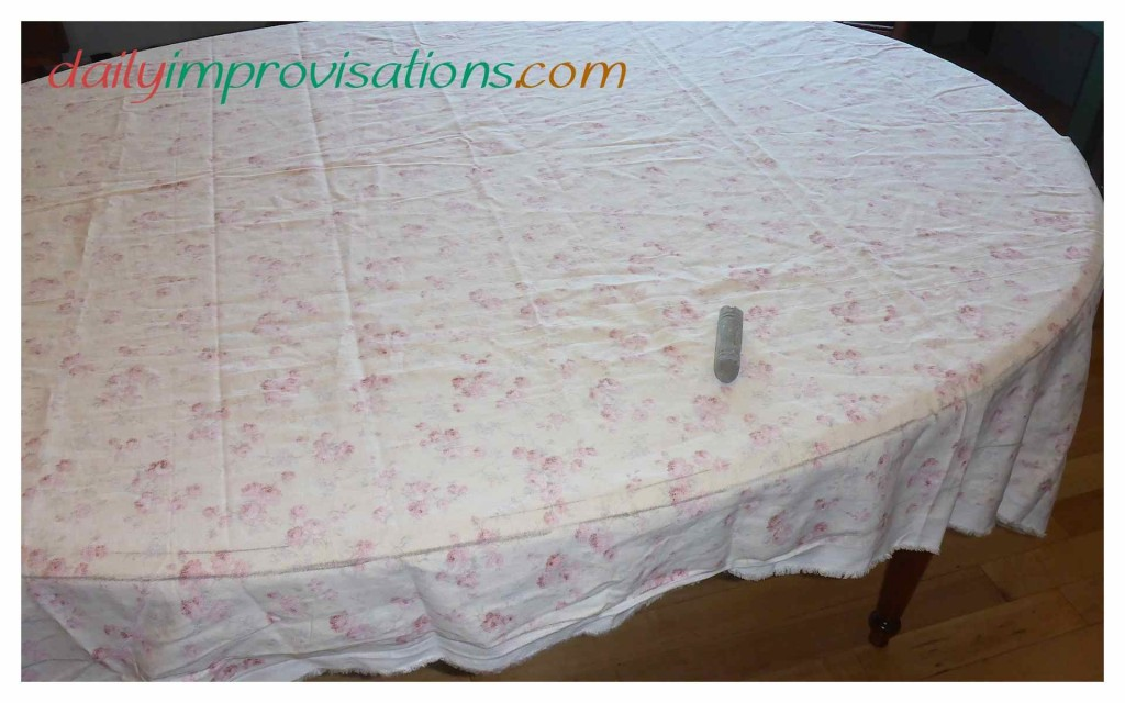 How to Make a Scalloped Edge Oval Table Cloth